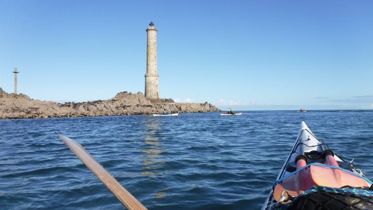 vue sur la mer et un phare